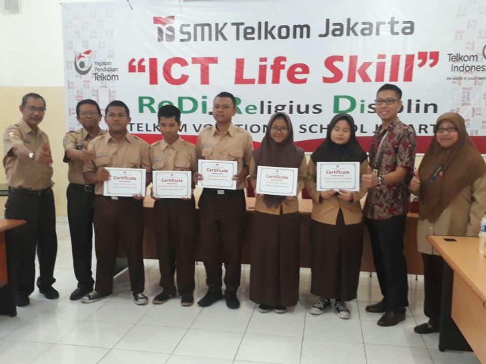 Penyerahan Sertifikasi Kompetensi Perangkat Radio Huawei & SMK Telkom Jakarta