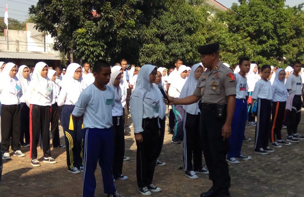 Polisi latih kedisiplinan peserta didik baru